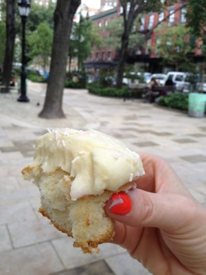 Few things I love more than a Magnolia cupcake in Bleecker Street Park!!