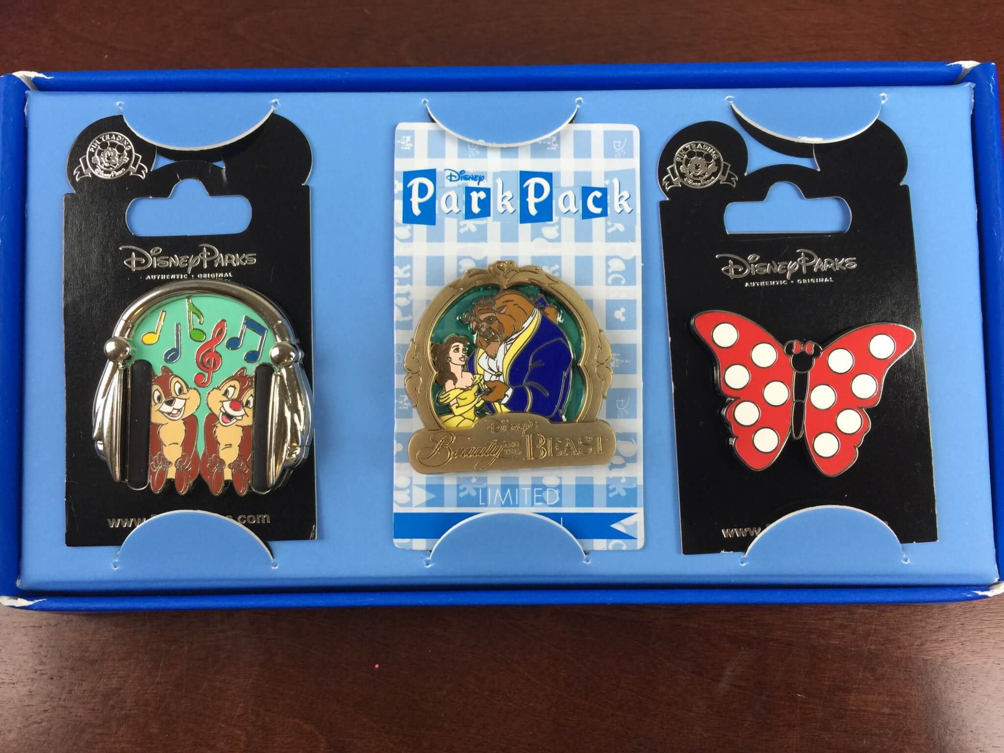 September 2015 Disney Park Pack: Pin Trading Edition Subscription Box Review + Subscription Available NOW!