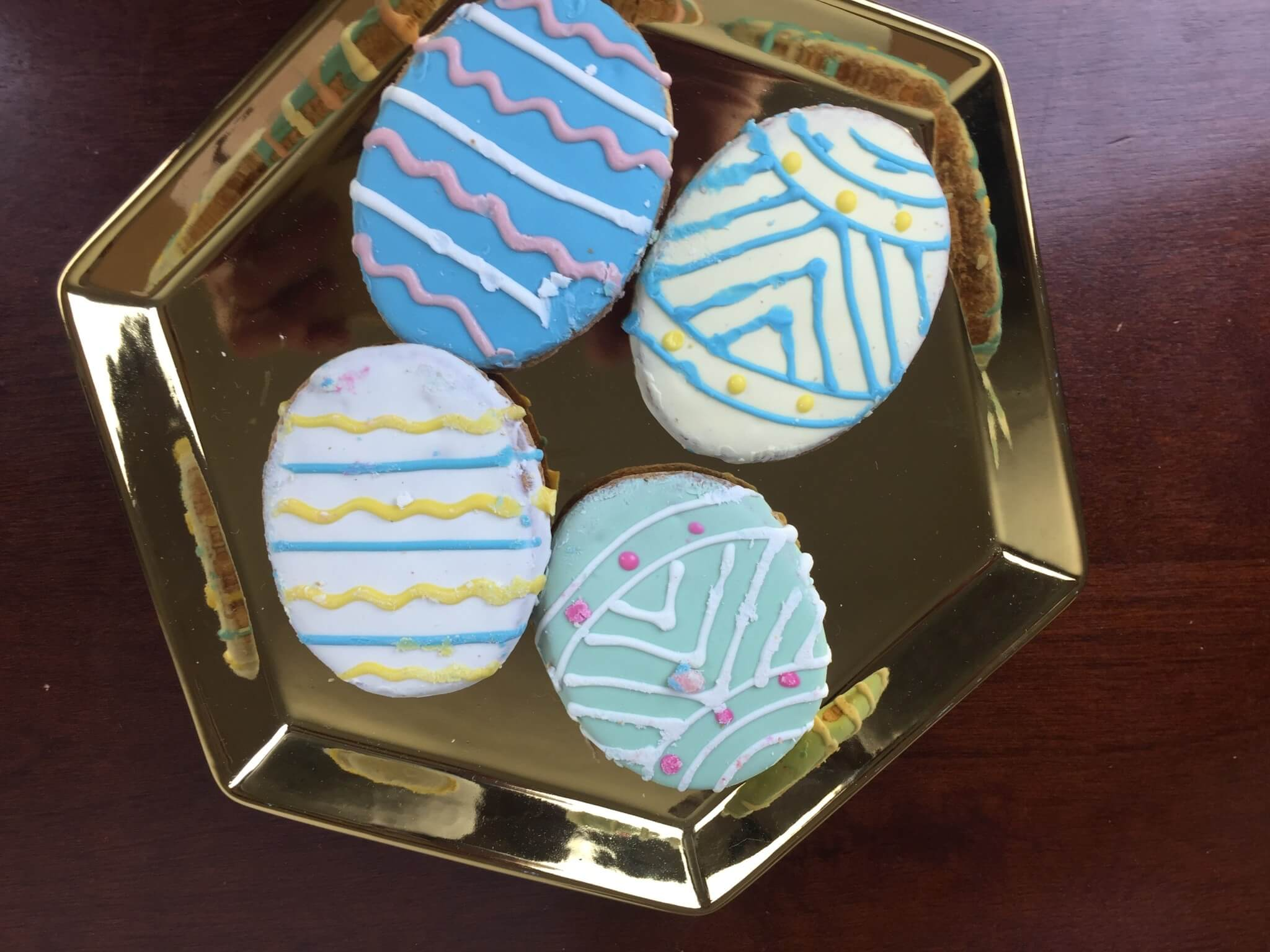 Petite Fours Treats Box April 2016 (1)