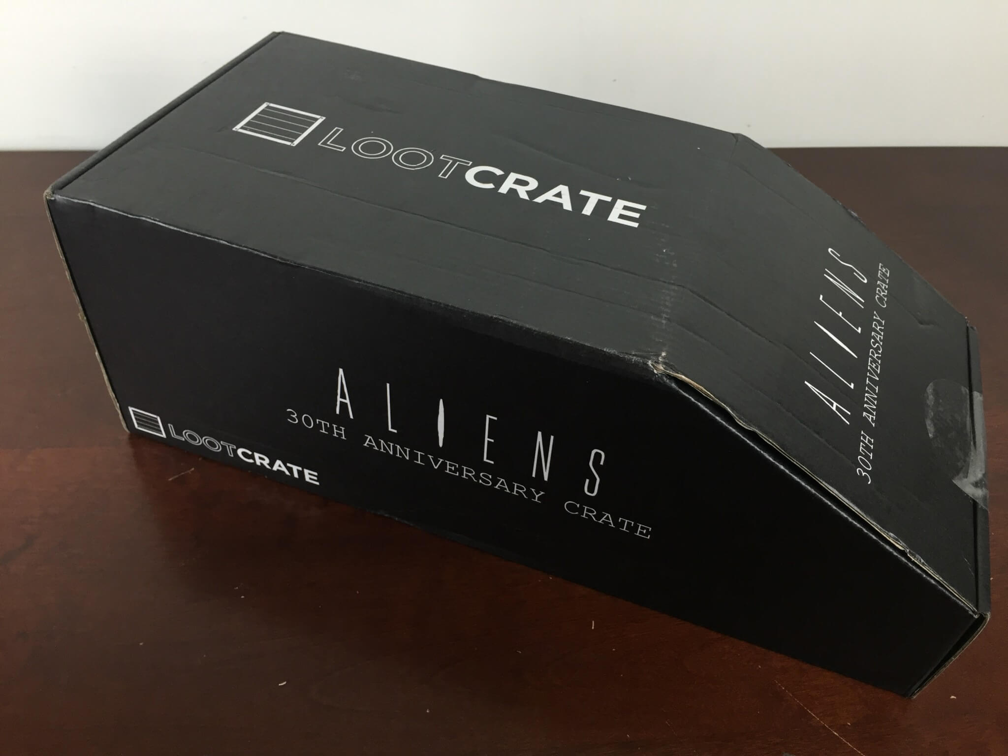 loot crate aliens limited edition box box side