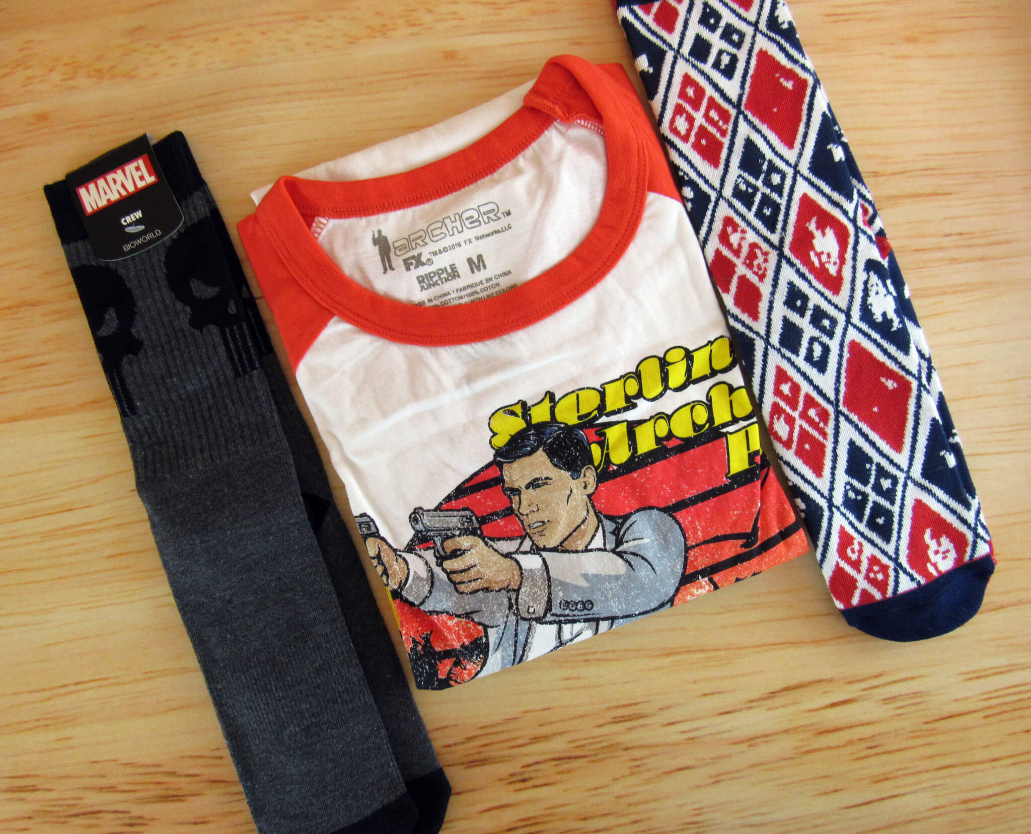 LootWear Wearable Bundle by Loot Crate August 2016 Review & Coupons – The Anti-Hero Collection