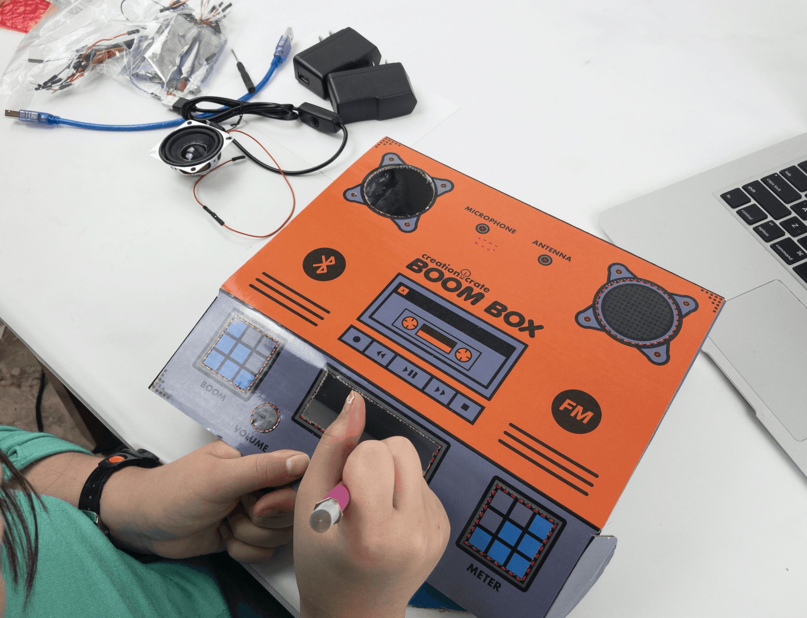 Creation Crate Holiday Deal: Save 25% on Electronics Programming Subscriptions!